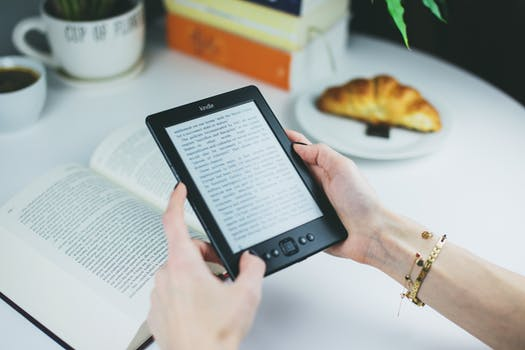 7 Top Benefits to Reading on a Kindle